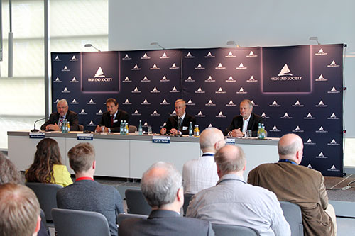 Auf der Pressekonferenz der High End Society