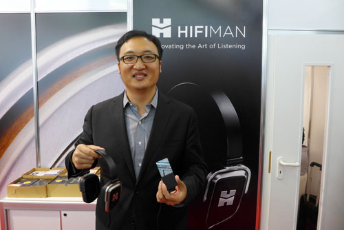 Dr. Bian Fang mit dem Edition S On-Ear