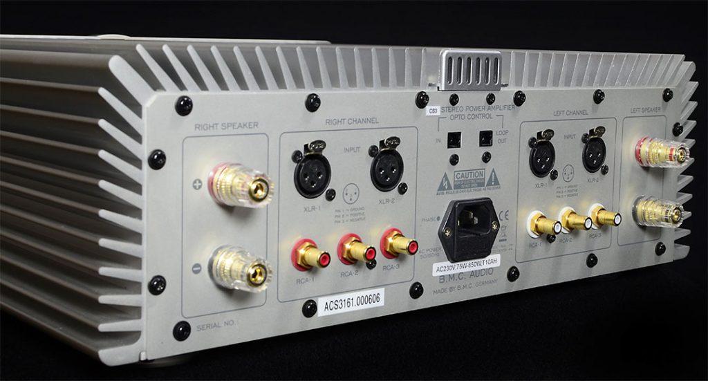 Am Terminal des CS 3 herrscht klare Kanaltrennung. Fünf Hochpegelquellen finden Anschluss (2 x XLR, 3 x Cinch)