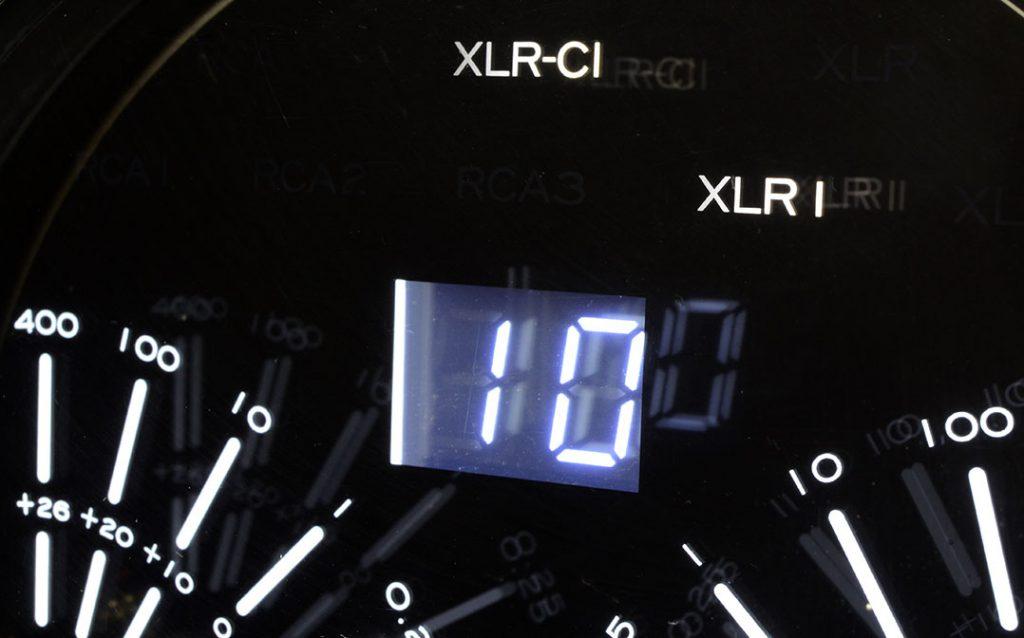 """Die Anzeige verrät es: """"XLR-CI"""" – der Stromeingang (CI = Current Injection) ist aktiv"""