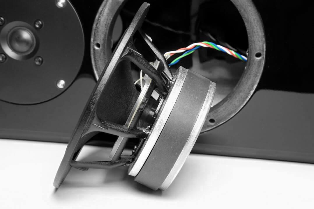 Korb und Magnet des Tiefmitteltöners der DeVore Fidelity Gibbon 3XL