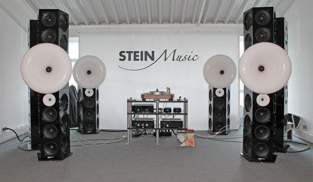 Großer Empfang im Raum von SteinMusic ...