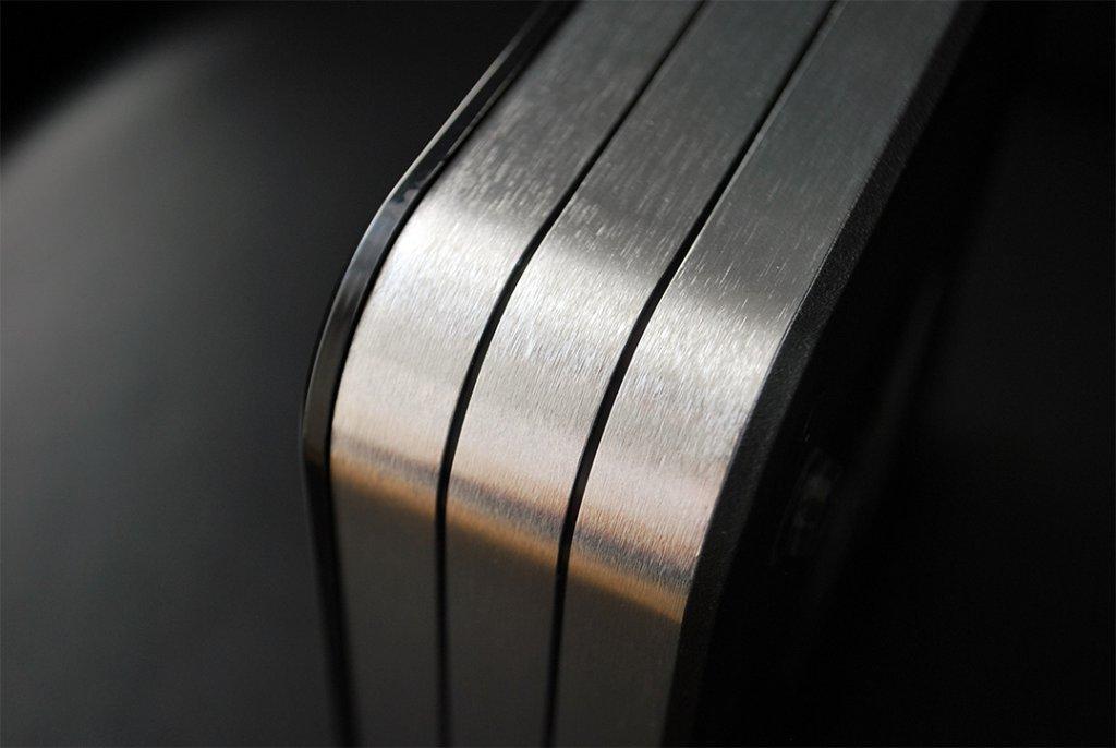 Die drei Metallstreifen gibt es in den Ausführungen Silber, Kupfer und Schwarz