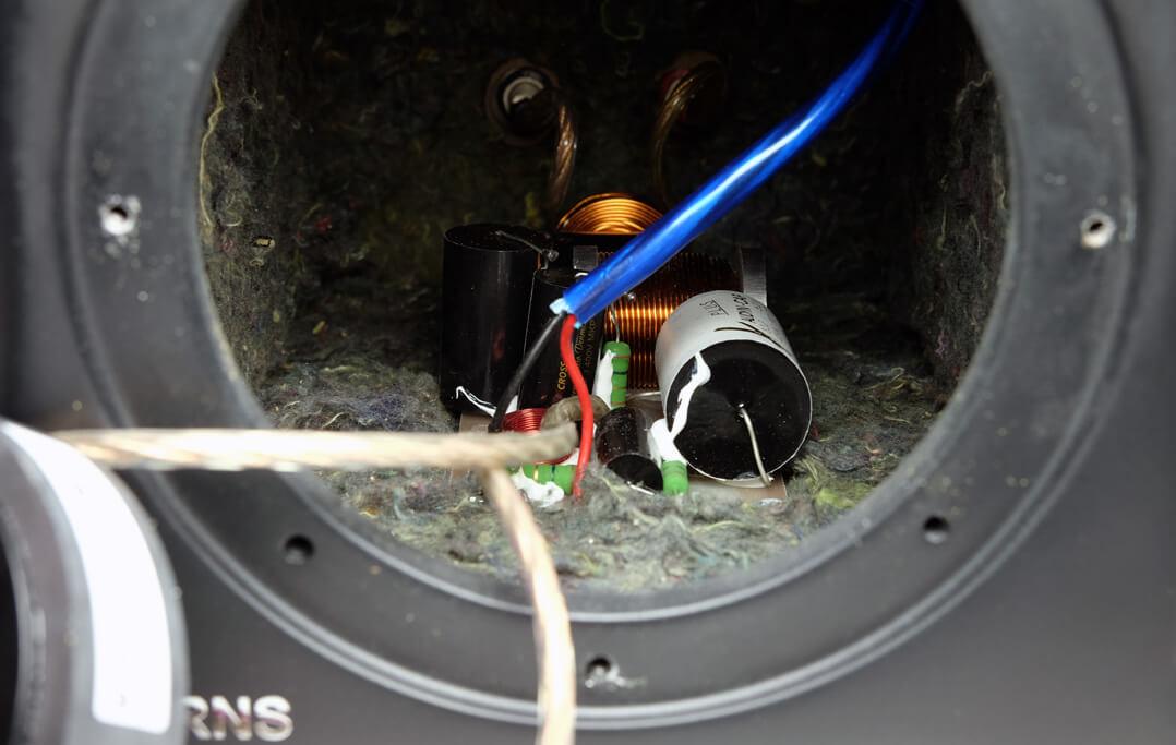 Die hORNS FP6 sind mit 12-dB-Weichen ausgestattet