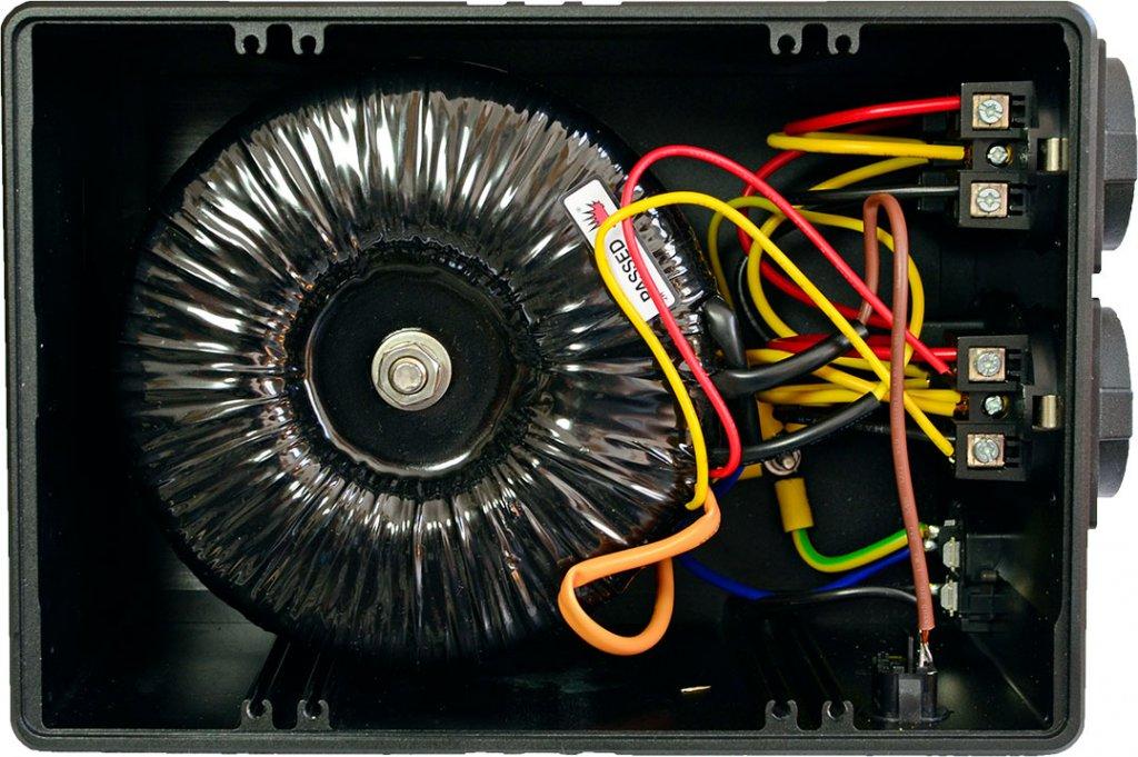 Das Herzstück des Plixir-Netzfilters ist der symmetrische Trenntrafo