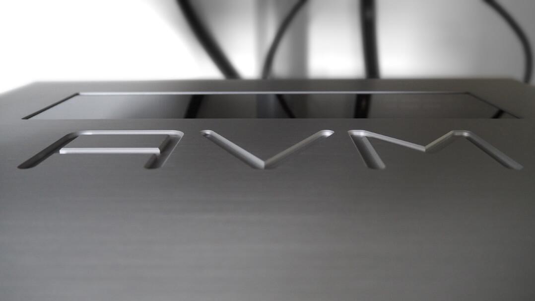 AVM Ovation CS 8.2 Deckelgravur