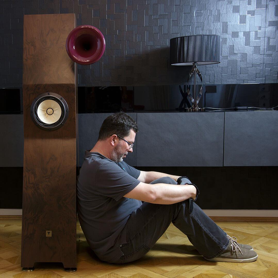 Klein ist relativ: Tune Audio Marvel mit Testautor Frank Hakopians