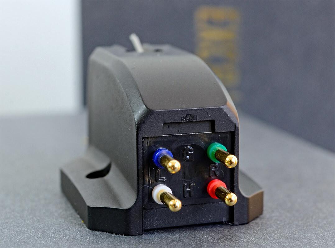 Farblich markierte Anschlusspins beim Excalibur Black