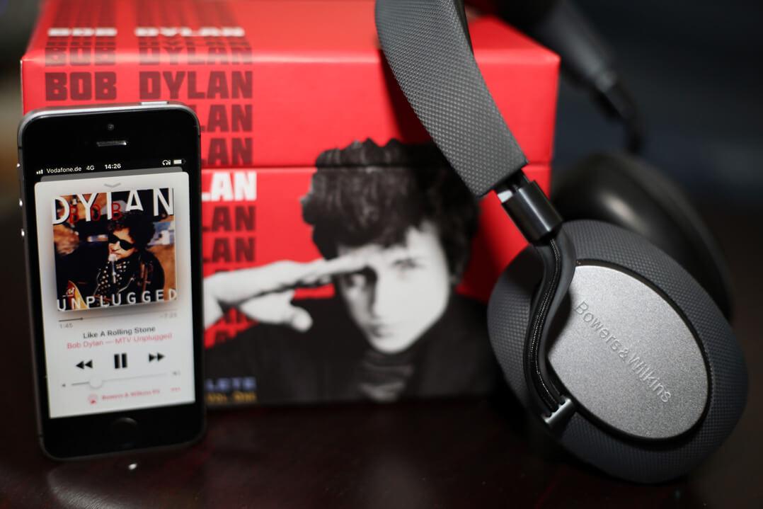B&W PX Kopfhörer mit Bob Dylan