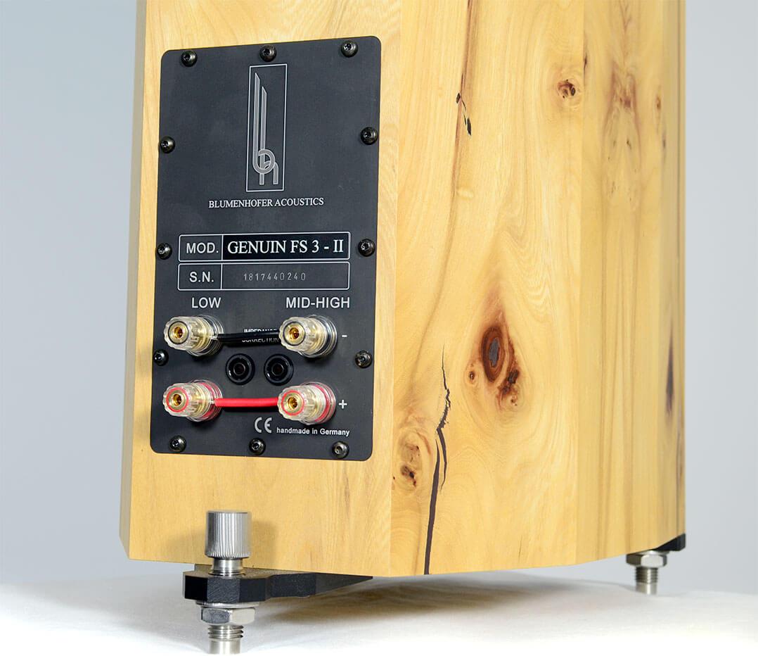 Die Blumenhofer Genuin FS 3 MK 2 besitzt ein Bi-Wire-Terminal und eine zuschaltbare Impedanzlinearisierung