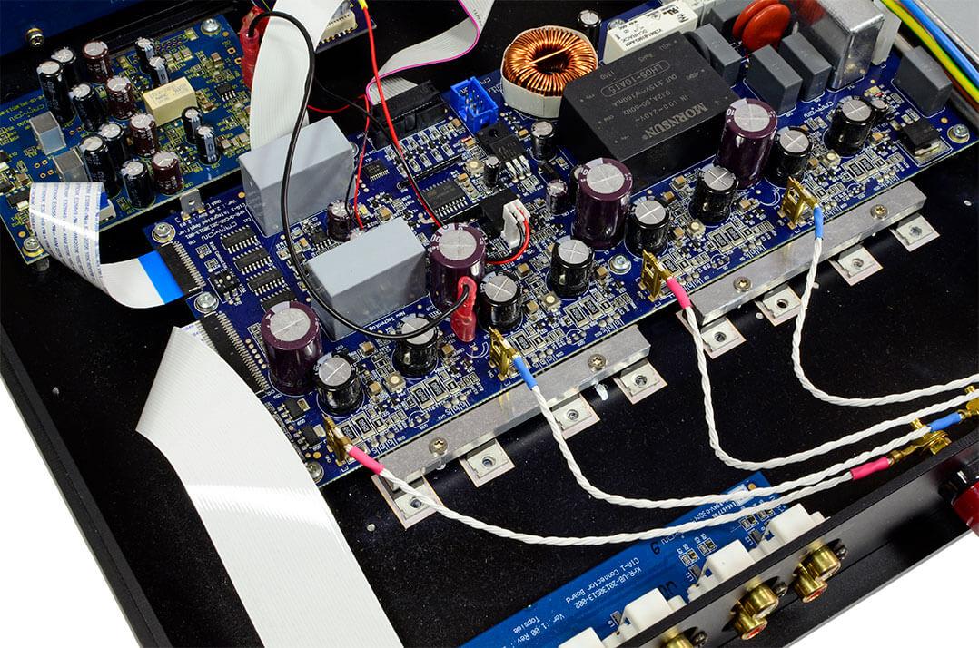 Blick auf die Ausgangstransistoren des Crayon CIA-1