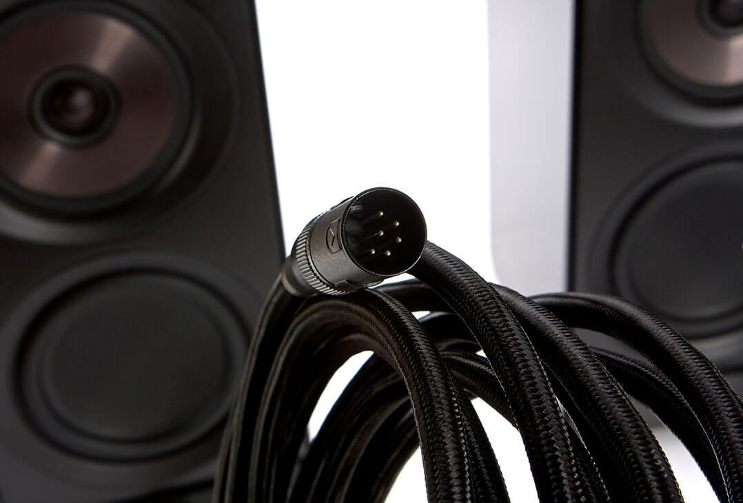 Dieses Kabel sorgt für die Signalübermittlung von der Master- zur Slave-Box