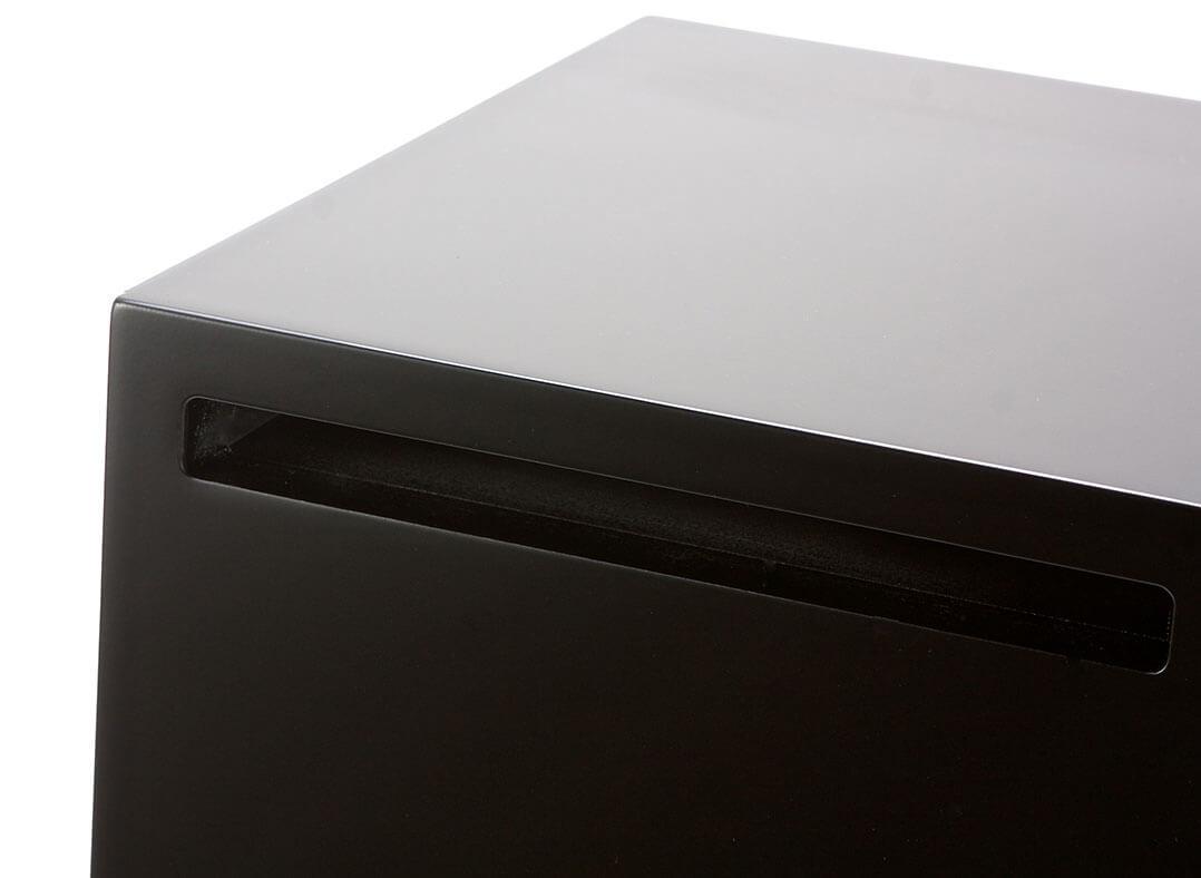 Der Bassreflexport in Schlitzform sitzt bei der Teufel Stereo M auf der Rückseite
