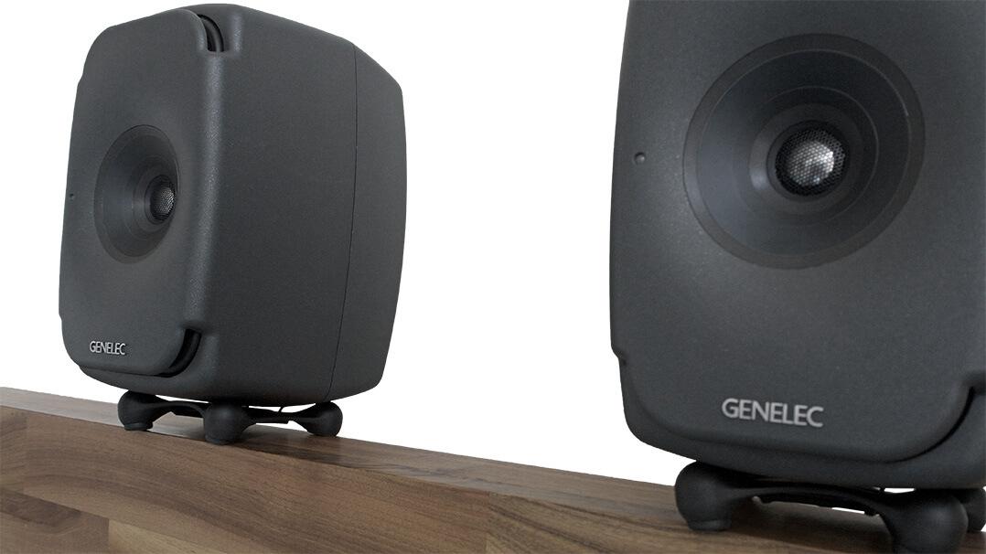 Genelec 8331 auf Sideboard