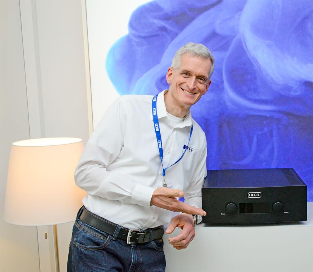Produktspezialist Frank Eschholz präsentiert den Hegel H590
