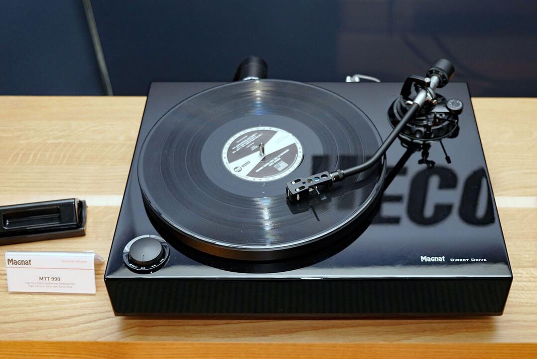 Eine kleine Sensation: der neue Magnat Plattenspieler MTT 990