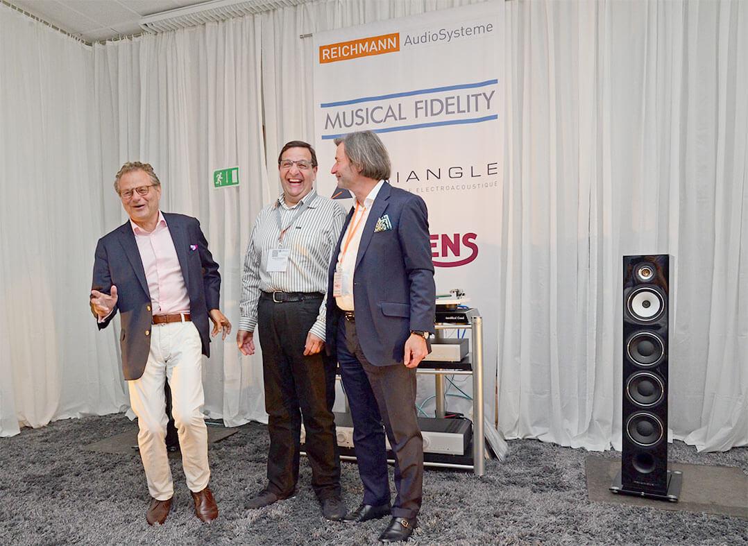 """""""We are in a fun industry"""", so die Devise vom neuen Chef bei Musical Fidelity, Heinz Lichtenegger (links). Von diesem Motto lassen sich auch Musical-Gründer Antony Michaelson (Bildmitte) und Jürgen Reichmann vom deutschen Vertrieb anstecken"""