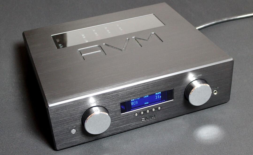 AVM Ovation PA8.2 Front