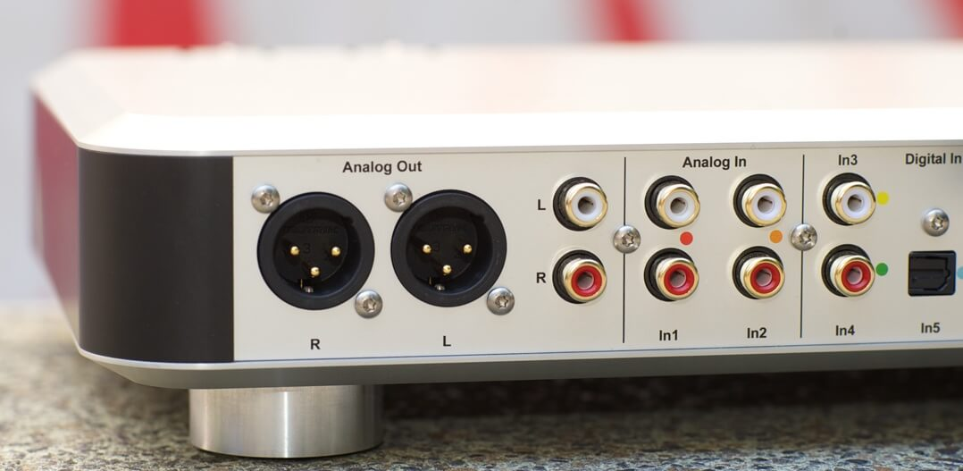 Das analoge Signal kann via XLR und Cinch abgegriffen werden