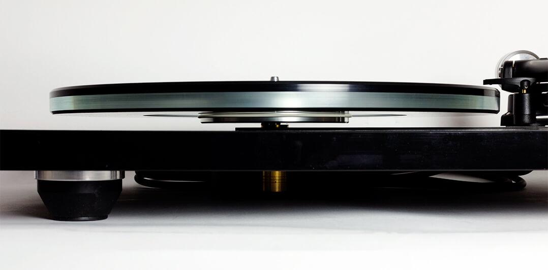Rega P6 - Plattenspieler Front