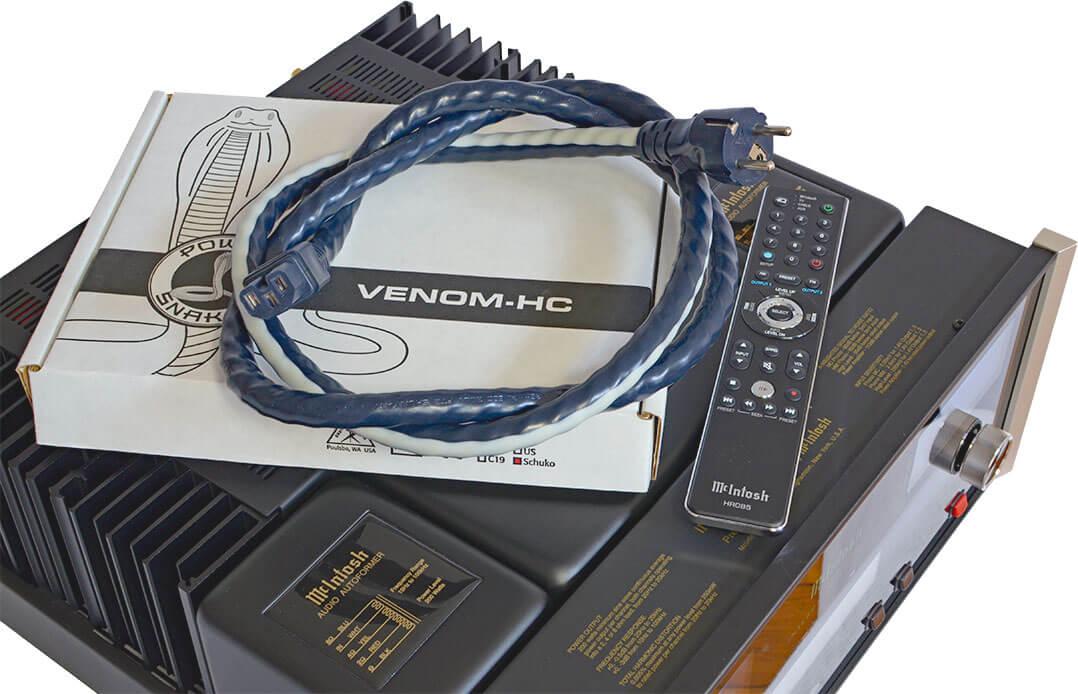 Das ist mal eine Beipackstrippe: Der McIntosh-Vertrieb Audio Components legt dem MA7200 AC ein Netzkabel von Shunyata bei, das solo 500 Euro kostet
