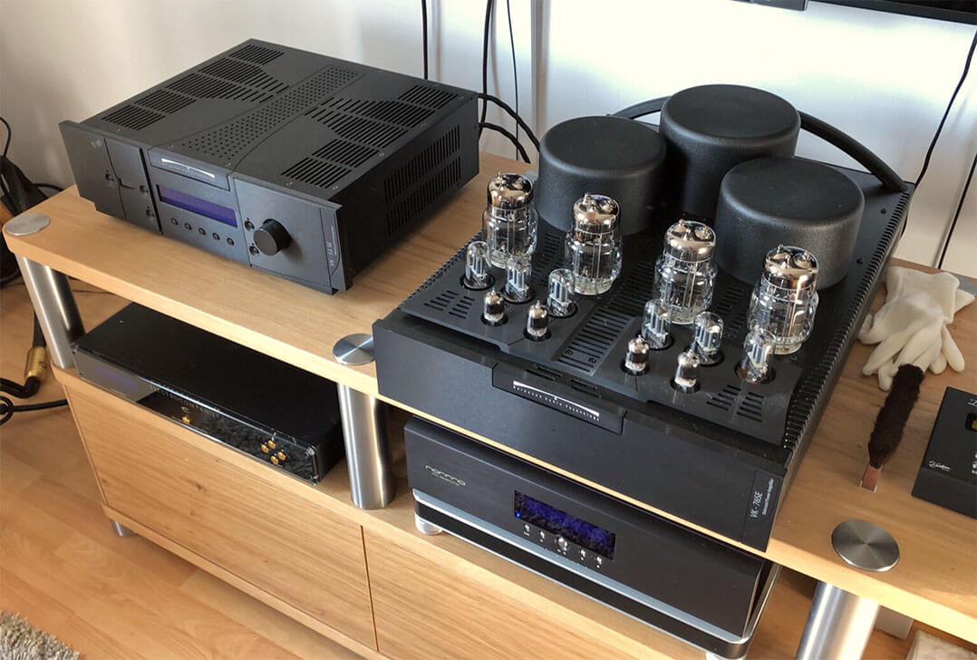 Und los geht's: Die Balanced Audio Technology Vor/End-Kombi im Hörraum