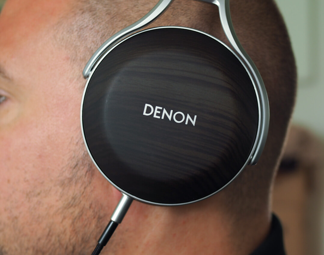 Denon AH-D5200 am Ohr