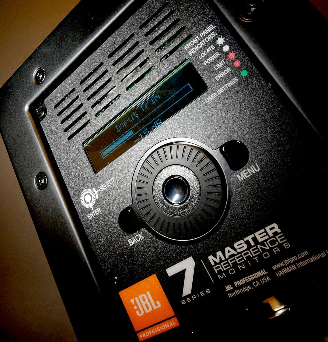 JBL LSR705P - Wählrad und Diplay