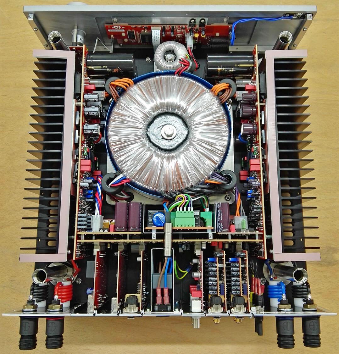 Blick ins Innere des CH Precision I1