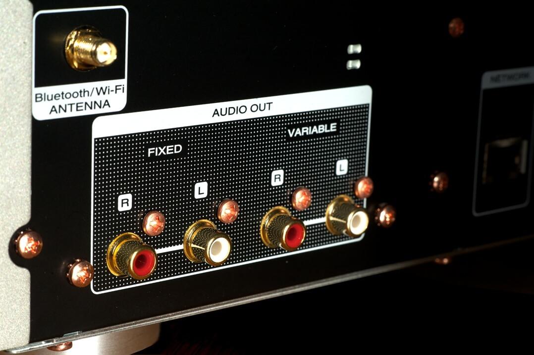 Marantz NA6006 Netzwerkplayer / Streamer Cinchanschlüsse