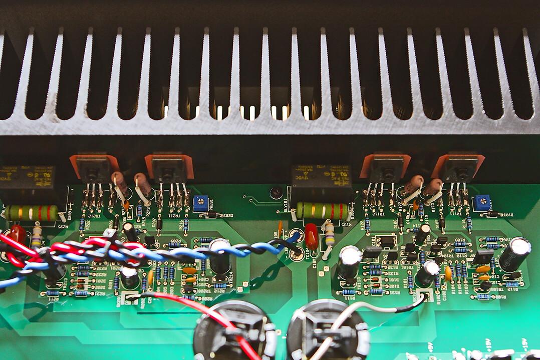 Die Endstufentransistoren des Musical Fidelity M2si