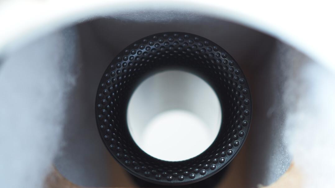 Bowers & Wilkins 606 Bassreflexrohr von innen