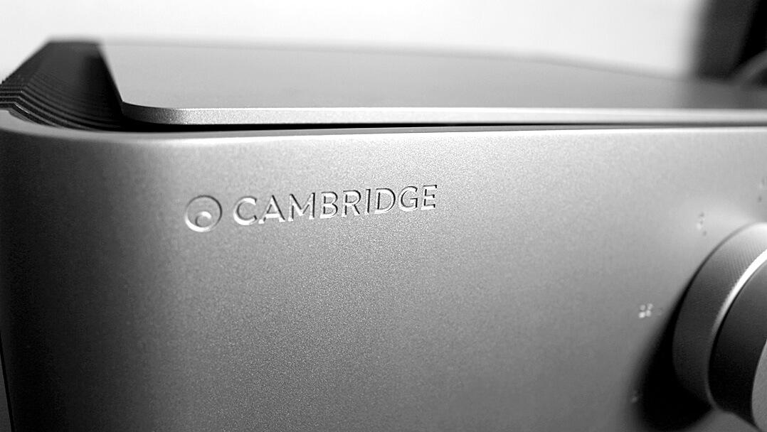 Cambridge Edge A Vollverstärker mit DAC Detail Gehäuse
