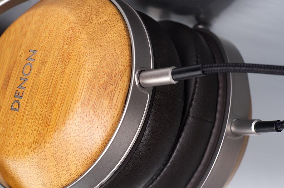 Denon AH-D9200 Kopfhörer Anschluss am Hörer