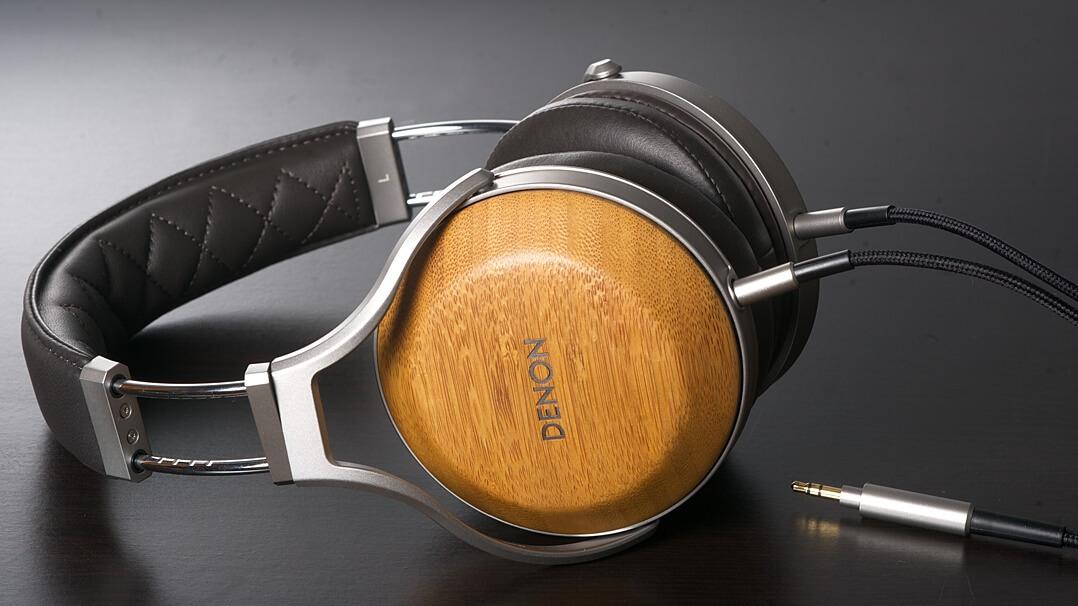 Denon AH-D9200 Kopfhörer komplett liegend