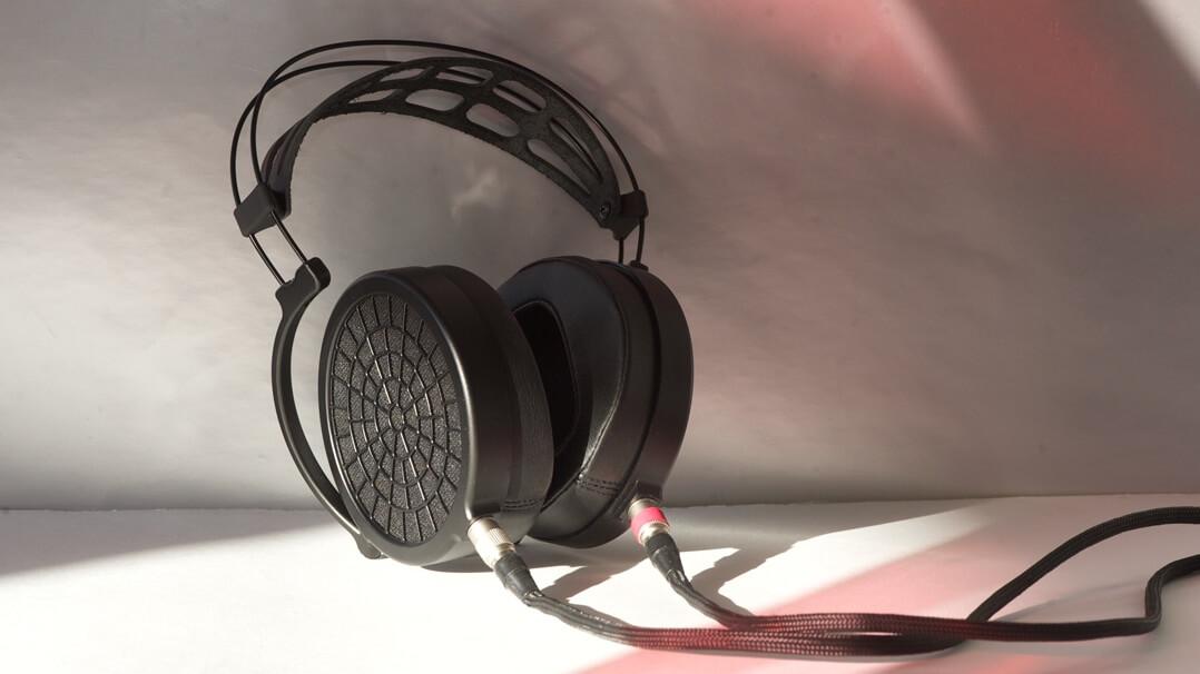 MrSpeakers Ether 2 Kopfhörer stehend 2