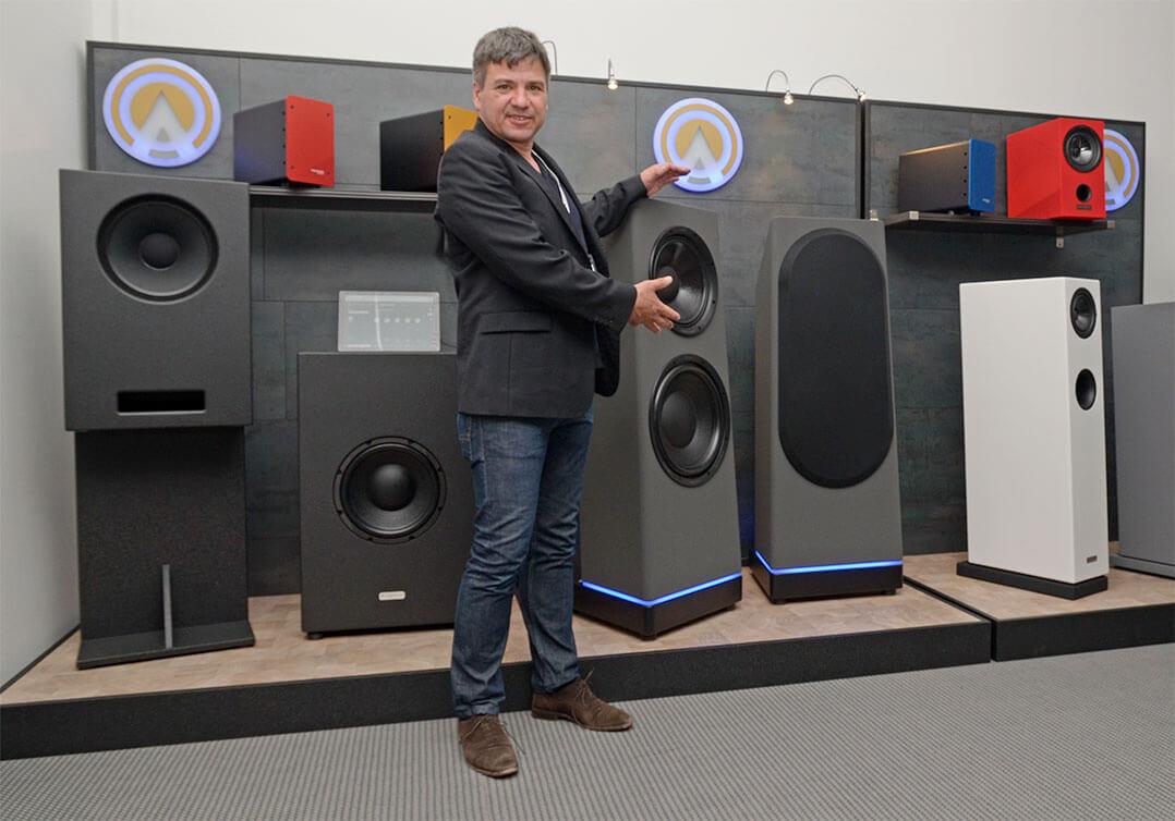 Stefan Köpf von Ascendo stellte auf der High End 2019 den Aktivlautsprecher Live 15 vor