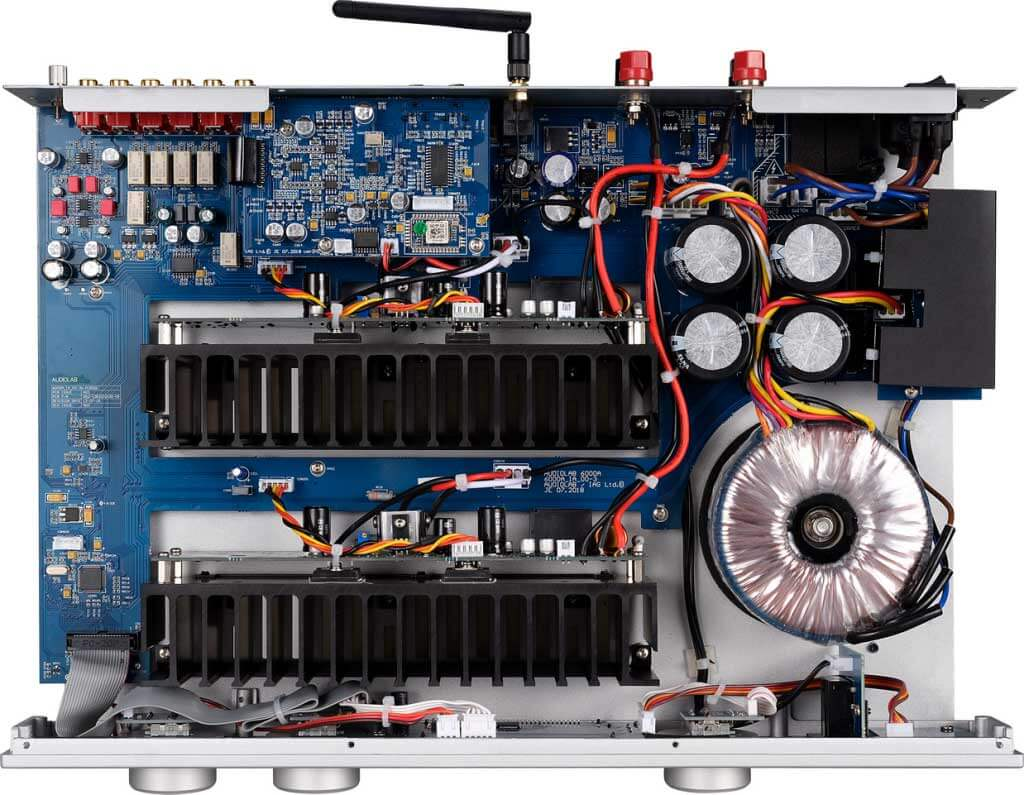 Blick ins Innenleben des Audiolab 6000A