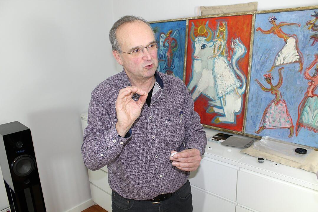 Ed Doggen erklärt Harmonix RFA-7800 Room Tuning Disks