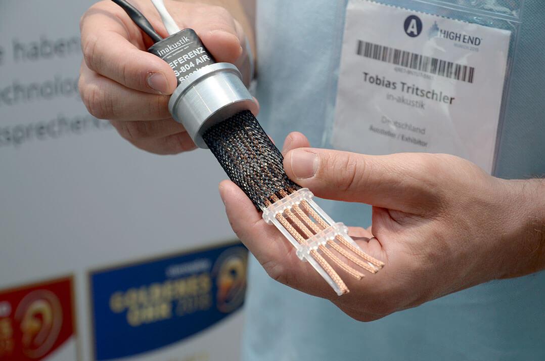 In Reih und Glied statt helixartig: das In-Akustik Referenz LS-804 AIR
