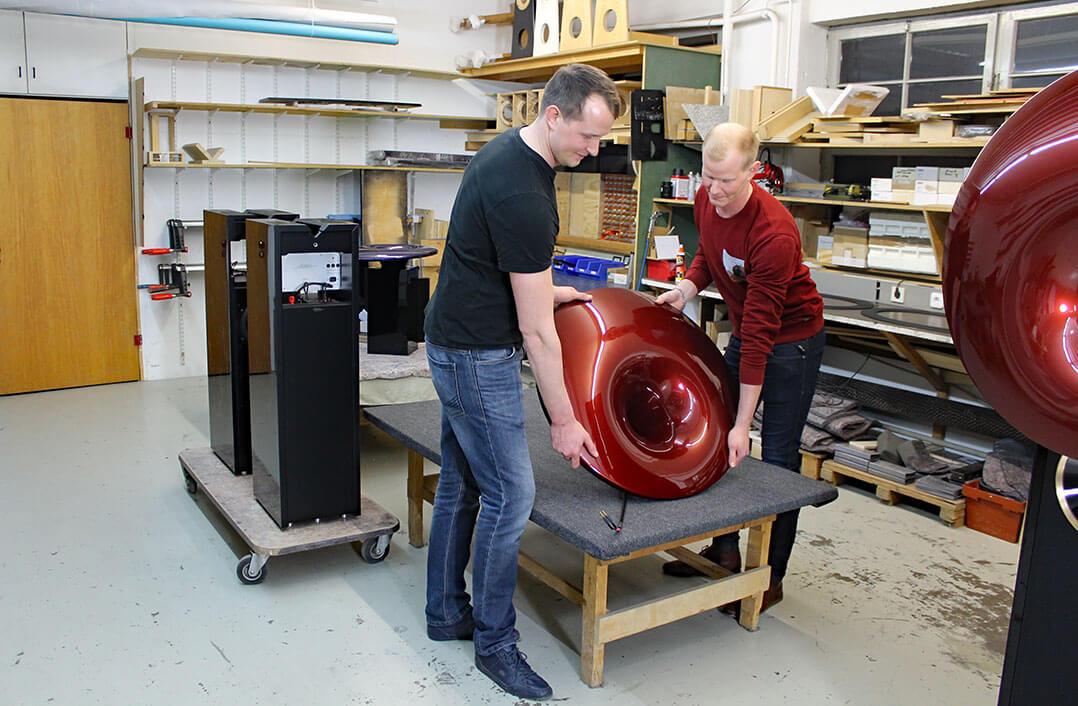 Teamarbeit: Richard und Robert Rudolph von Acapella Audio Arts mit hyperspährischem Horn