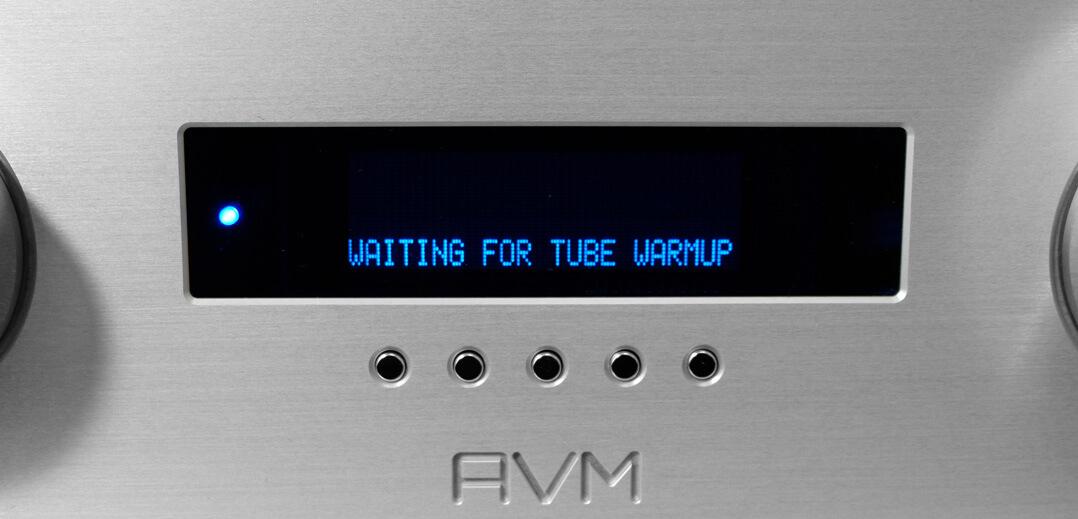 AVM Ovation A 6.3 und AVM Ovation A 8.3 - Röhren-Warm-up