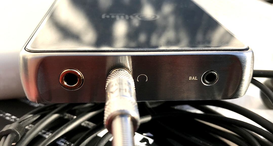 HiBy R6 Pro DAP angeschlossener Klinkenstecker