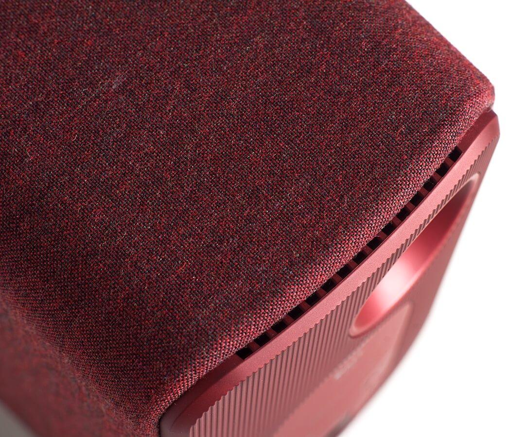 Bei der KEF LSX sind die Seiten mit Stoff verkleidet