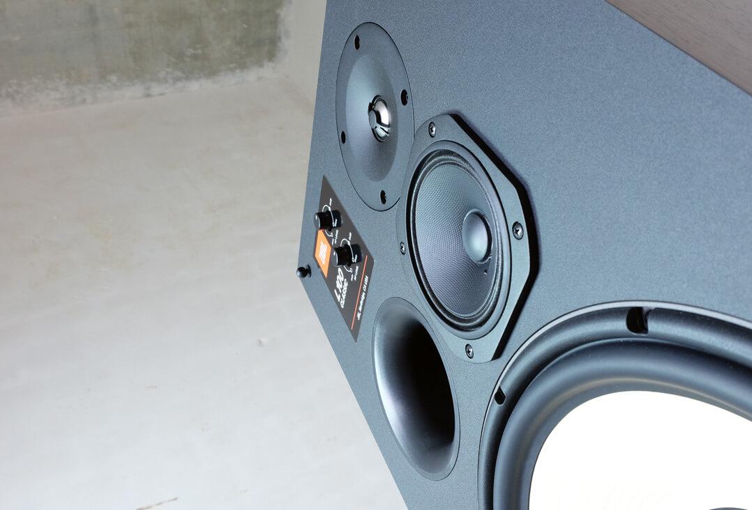 JBL L100 Classic Lautsprecher Front von unten
