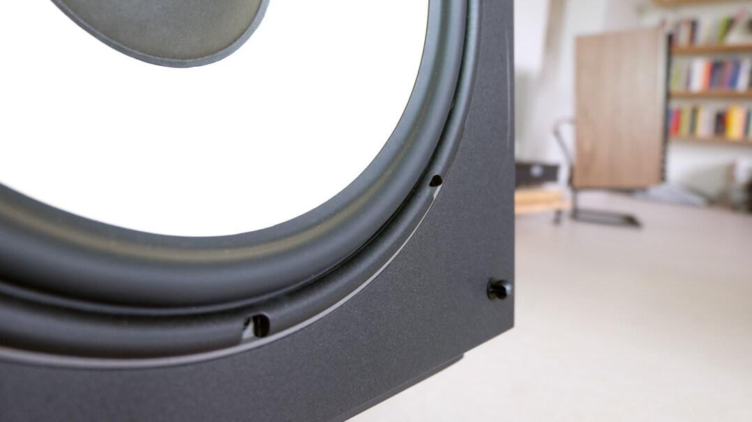 JBL L100 Classic Lautsprecher Basstreiber Detail