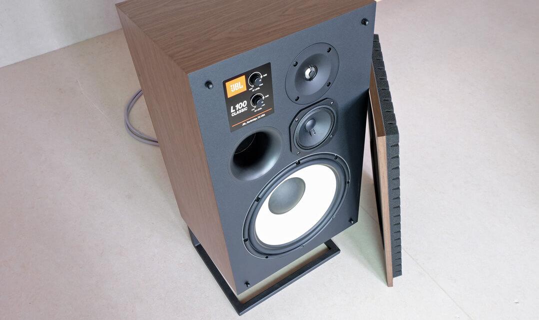 JBL L100 Classic Lautsprecher mit abgenommener Abdeckung