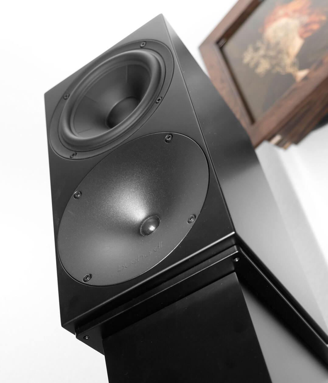 Buchardt Audio S400 auf Ständer, Froschperspektive