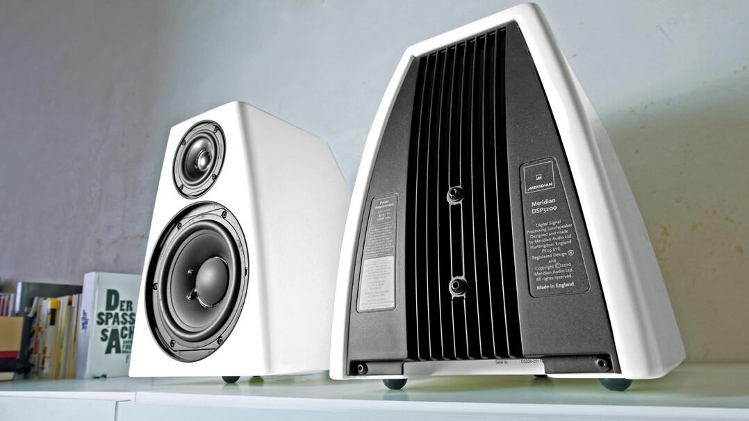 Meridian DSP 3200 Rückseite und Schallwand