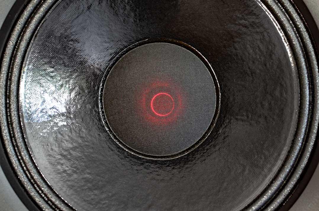 12-Zoll-Koax der Ascendo Live 15 besitzt optional eine Beleuchtung